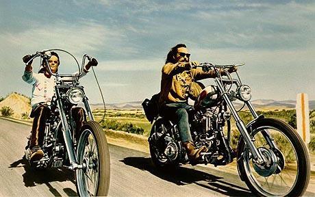 Je een beetje een Easy Rider wanen en de vrijheid tegemoet rijden op een verloren zondagmiddag Van Akker Vindt 2014