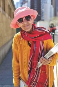 Mensen die het feit dat ze ouder worden positief benaderen ervaren vaak meer tevredenheid in het leven - Van Akker Vindt 2016